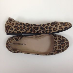 ⭐️ Mossimo leopard print flats